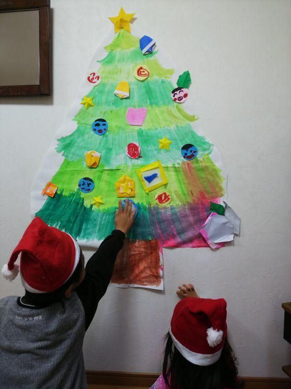 京都の上京区の自宅にて(クリスマスの壁面飾り)